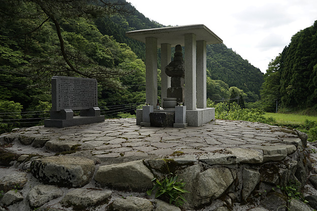 金持大和守景藤公の墓