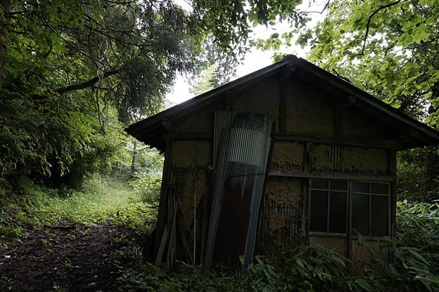 多治見要蔵による井川鶴子凌辱の小屋